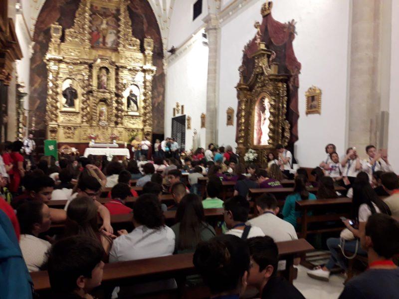 El Sr. Obispo tuvo unos momentos de catequesis con los Adolescentes